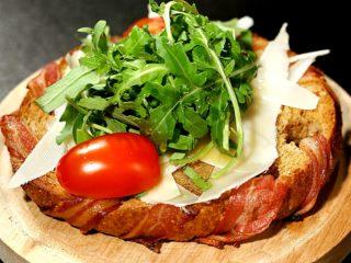 Crispy Graham Bread with Arugula and Parmesan -