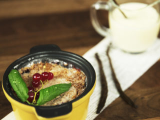 Fruit Crumble with Vanilla Custard -
