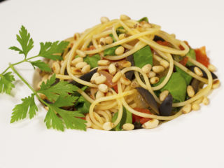 Spinach, Tomatoes and Pine Nuts Spaghetti -