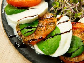 Roasted Tomato Caprese Salad -