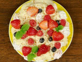 Meringue and Vanilla Pudding Dessert -