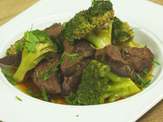 Slow-Cooked Beef with Broccoli -