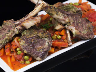 Herbed Lamb Chops with Carrots and Peas -