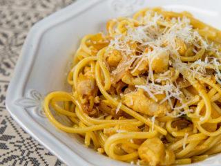 Pangasius and Onion Sauce Spaghetti -