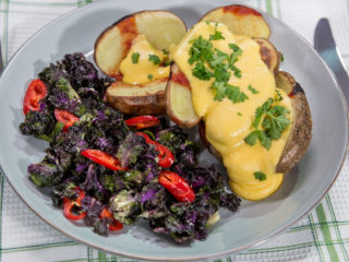 Roasted Potatoes with Cheese Sauce -