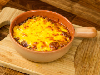Chili con Carne and Cheddar Crust -