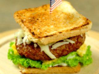 Scrambled Eggs and Mozzarella Toast Burger -