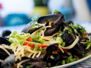 Spaghetti with Mussels in Spicy Sauce -