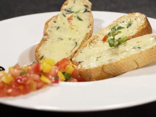 Buttery Garlic Bread with Veggie Salsa -
