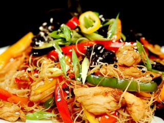 Spicy Stir-Fry with Chicken and Mushrooms -