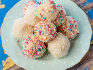 Easy-to-make Coconut Balls -
