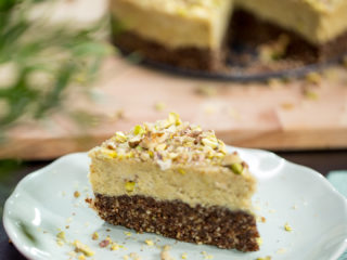 Raw Vegan Walnut and Cashew Cake -