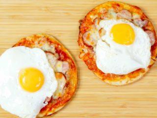Mini Egg Pizza -