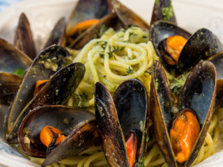 Spaghetti with Pesto and Mussels -