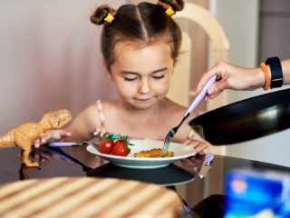 May late dinners cause childhood obesity? What do studies say.