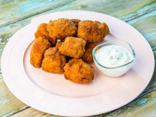 chicken snacks with yogurt dip