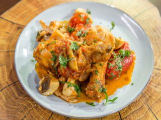 chicken-drumsticks-with-mushrooms-onion-and-tomatoes