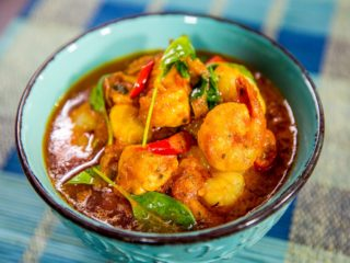 sauteed-salmon-and-shrimp-in-spicy-tomato-sauce
