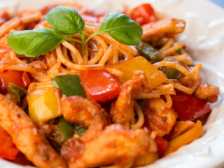 Spaghetti with Chicken and Bell Pepper -