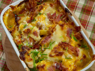 Cheesy Chicken and Potato Bake -