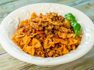 tomato and minced meat farfalle