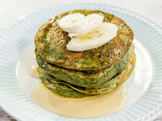 banana baby spinach almond milk smoothie pancakes
