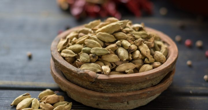 8 Benefits of Cardamom and Why You Need to Try It