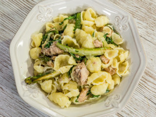 tuna pasta with arugula and parmesan