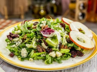 Pecan and Gorgonzola Fresh Salad