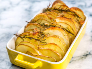 garlic and rosemary baked potato chips