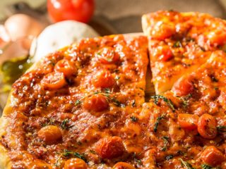 Cheesy Cherry Tomato Pizza