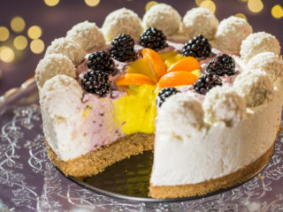 no-bake mango and blackberry cheesecake