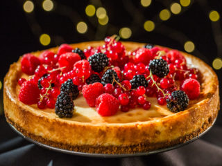 Lemon and Vanilla Cheesecake with Berries