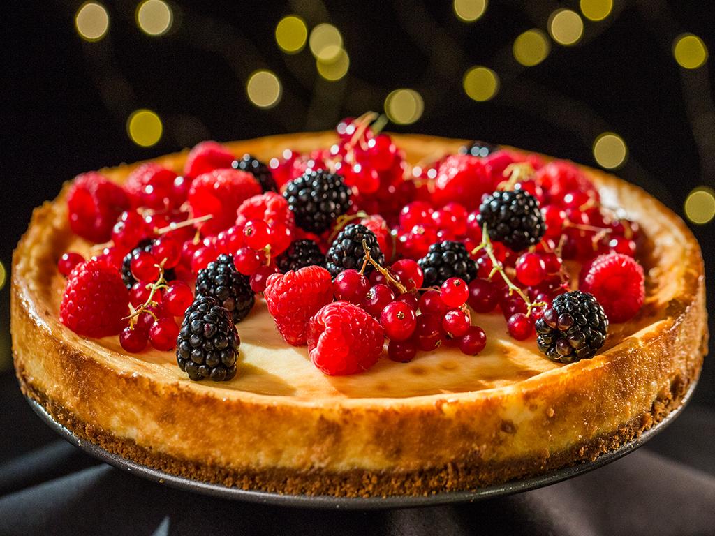 Lemon and Vanilla Cheesecake with Berries