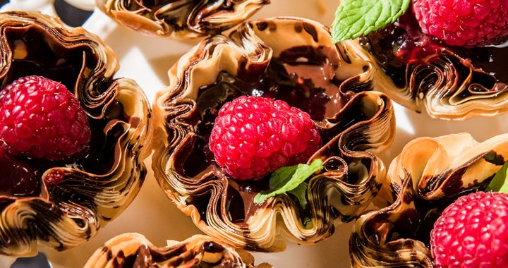 chocolate and raspberry phyllo cups