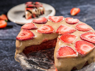No-Bake Strawberry and Milk Cake