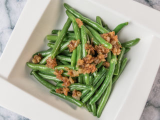 Green Beans with Caramelized Onion