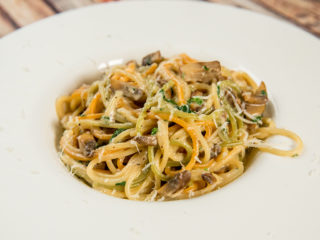 Spaghetti with Mushrooms and Yogurt Sauce