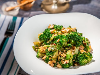 Stir-Fried Broccoli with Cashews