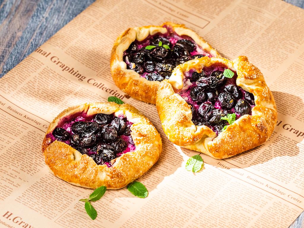 Rustic Grape Mini Pies