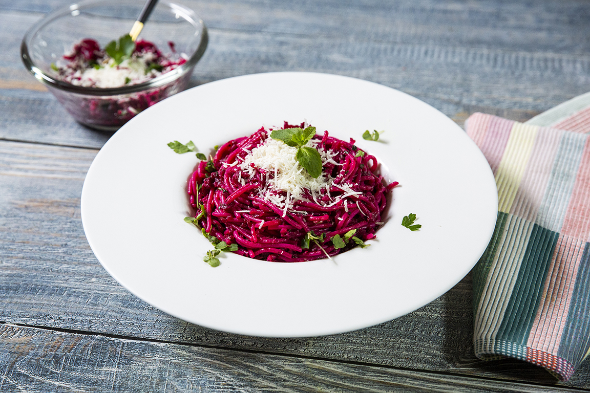 Spaghetti with Beetroot and Basil Sauce