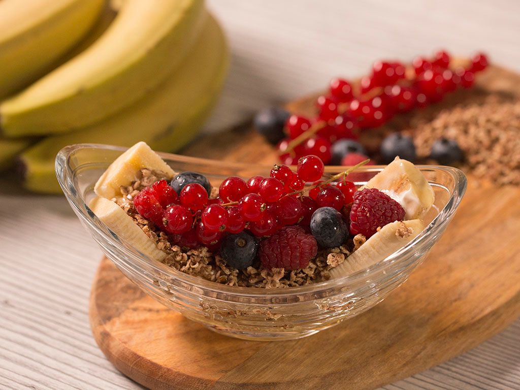Banana-Cereal-Breakfast-with-Berries