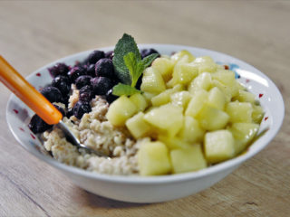 Coconut Oat Bran Porridge with Apple and Blackcurrants