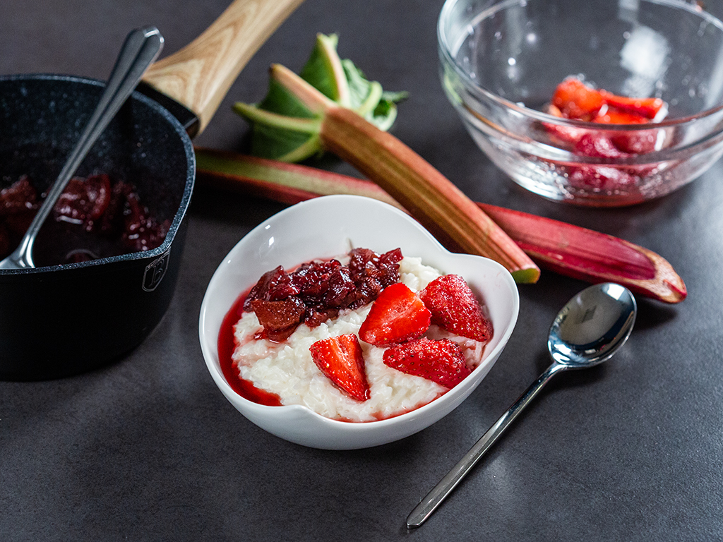 milk-rice-pudding-with-rhubarb-and-strawberries