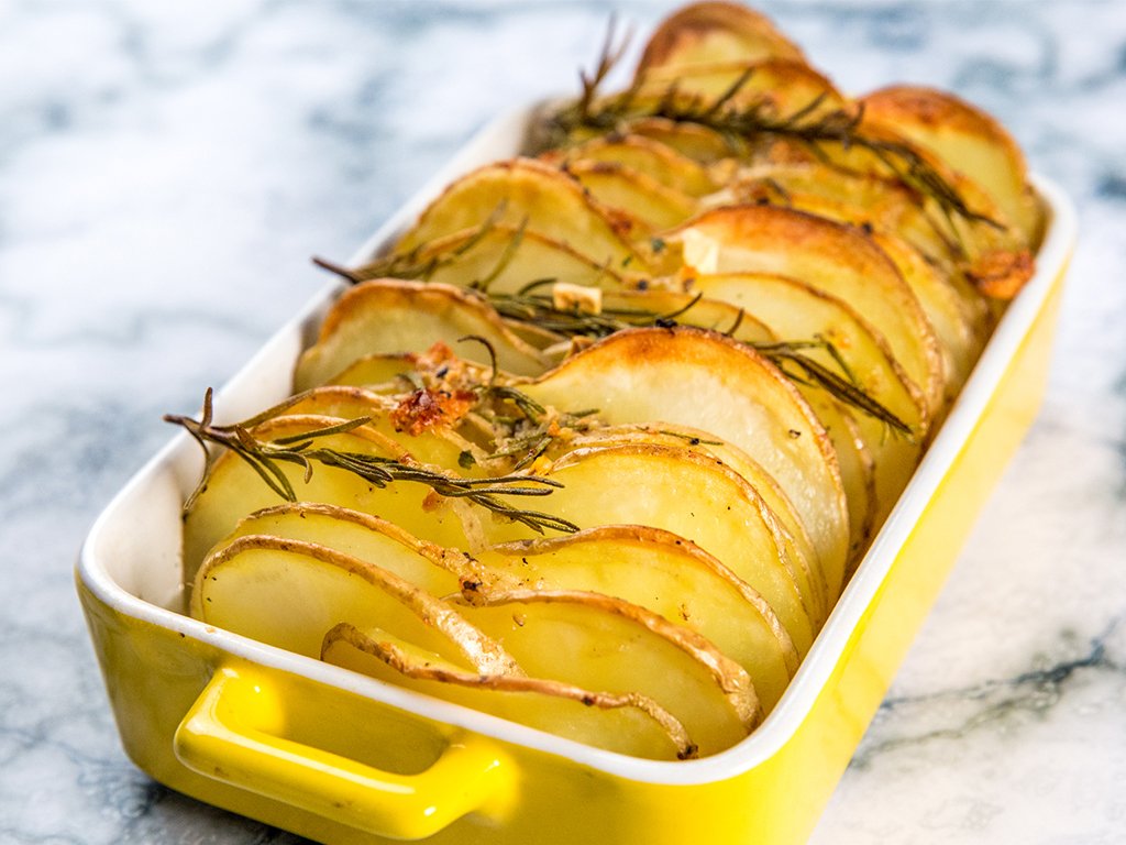 Garlic-and-Rosemary-Baked-Potato-Chips